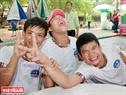 Tiếng cười sảng khoái của những người khuyết tật khi đuợc vui chơi trong Ngày hội. Ảnh: Thông Hải.