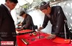Thú vui xin chữ đầu xuân ở hội làng Cổ Loa. Ảnh: Thanh Hòa/Báo ảnh Việt Nam