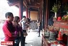 Người dân thành kính dâng hương ở đền Thượng. Ảnh: Thanh Hòa/Báo ảnh Việt Nam
