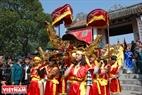 Thiếu nữ Cổ Loa tham gia rước kiệu nàng Mỵ Châu trong ngày hội làng. Ảnh: Thanh Hòa/Báo ảnh Việt Nam