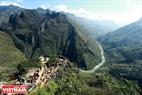 Đỉnh Mã Pí Lèng nằm ở độ cao 2000 m so với mực nước biển, đây là địa điểm du lịch không thể bỏ qua khi du khách tới thăm quan cao nguyên đá Đồng Văn. Ảnh: Hoàng Hà