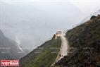 Đoạn đường chạy qua đỉnh đèo Mã Pí Lèng có độ cao 2000m so với mặt nước biển. Ảnh: Tất Sơn
