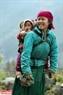 Người dân vui vẻ đi bộ trên đèo Mã Pí Lèng. Ảnh: Tất Sơn