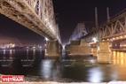 Cây cầu đường sắt cổ kính bắc qua sông Enisey. Ảnh: Trần Hiếu