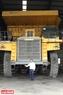 Chiếc xe tải tự đổ HD 785 Komatsu có chiều cao xấp xỉ 11m, tải trọng  91 tấn. Ảnh: Hoàng Hà