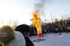 Kết thúc lễ hội là nghi thức đốt hình nộm Maslenitsa để tạm biệt mùa đông và đón mùa xuân mới. Ảnh: Trần Hiếu
