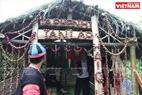 Một khu trại của người Mông trong Ngày hội hái quả được trang trí bằng những quả mận trông rất bắt mắt.