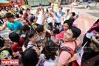 Hơn 200 tình nguyện viên tham gia Ngày hội Ôm quốc tế - International Free Hugs Day đã truyền tải thông điệp yêu thương thông qua những cái ôm dành cho người xa lạ.