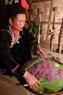 Xôi tím truyền thống là món đồ lễ bắt buộc phải có trong Lễ mừng nhà mới của người Khơ Mú.