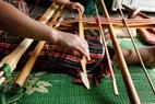 Khung dệt độc đáo của người Mạ được làm từ những thanh tre, ống nứa rời rạc.