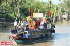 Thuyền tế của bà con ngư dân xã Bình Thắng trong ngày Lễ Nghinh Ông.