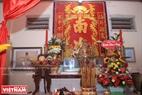 Bàn thờ Ông Nam Hải tại Lăng Ông Nam Hải ở xã Bình Thắng, huyện Bình Đại, tỉnh Bến Tre.