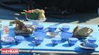 Mâm đồ lễ gồm có ngan, vịt, gà, cháo và hoa quả.