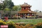 Phu Văn Lâu lộng lẫy sắc vàng son trong chiều 30 Tết Đinh Dậu.