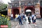 Đoàn du khách Nhận Bản thăm Thế Miếu ngày 30 Tết.