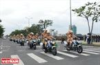 Des guides de convoi à moto des forces policiers de route entament le défilé de véhicules participant à l'entraînement, Photo: Thanh Hoa