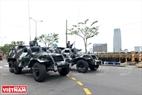 Les blindés servent à transporter des forces policières d'intervention.Photo: Thanh Hoa
