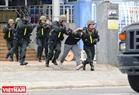 Des terroristes ont été arrêtés par les membres de l'Equipe tactique. Photo: Thanh Hoa
