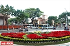 A small garden was well decorated at a roundabout.Photo: Thanh Hoa/VNP