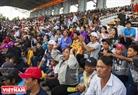 众多居民和游客前来观看比赛。