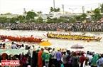 Гонки на лодках Нго проводят на реке Масперо в городе Шокчанг.