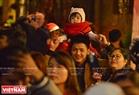 Niềm vui ngập tràn trên khuôn mặt người dân xứ Huế khi được tận hưởng một đêm Giáng sinh an lành và hạnh phúc. Ảnh: Thanh Hòa
