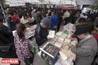 Hội chợ sách giới thiệu hàng ngàn đầu sách với nhiều thể loại khác nhau, như: văn học, văn hóa, lịch sử, đời sống, ngoại văn, giáo trình sinh viên, sách thiếu nhi.  Ảnh: Việt Cường