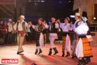 """Baile Romania Călus"" y ""Baile tradicional de provincia de Gorj"", de Rumania."