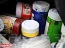 Túi đồ nghề của các bạn tình nguyện viên. Số tiền để mua màu vẽ, cọ, sơn đều do các bạn vận động quyên góp bằng cách thu gom ve chai của các hộ kinh doanh xung quanh và chi phí từ Đoàn Thanh niên góp vào.