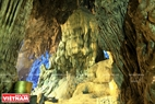 """Trong cuốn Hoàng Việt dư địa chí, sử gia Phan Huy Chú (1782-1840) ca ngợi động Hương Tích """"...cảnh thiên nhiên như quỷ thần tạc rất lạ và khéo, là động đẹp nhất miền Nam Hải…"""" Ảnh: Trần Hiếu"""
