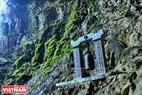 Động Hương Tích được coi là nơi thờ Phật lớn nhất và linh thiêng nhất trong quần thể chùa Hương. Động này được phát hiện vào thế kỷ XI và đưa vào thờ Phật từ cuối thế kỷ XVII. Ảnh: Trần Hiếu