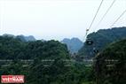 Hệ thống cáp treo giúp du khách di chuyển lên động Hương Tích được thuận lợi hơn, giá vé khứ hồi hiện nay là 160.000/ vé. Ảnh: Trần Hiếu