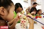 Les enfants connaissent mieux la valeur et le travail de fabriquer des peluches, leurs jouets préférés.
