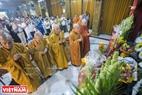 Đoàn Chủ tịch TW Giáo hội Phật giáo Việt Nam dâng hương tại chùa Candaransi.