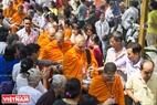 Lễ đặt bát hội với sự tham của 100 vị sư và hàng ngàn phật tử Khmer tại chùa Candaransi (Quận 3, TP. Hồ Chí Minh).