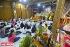 Cộng đồng người Khmer đến chùa để nghe thuyết pháp về công ơn tổ tiên và các đấng sinh thành.