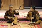 Nghệ nhân hát xẩm Lê Hữu Vượng đến từ Ninh Bình biểu diễn tiết mục hát xẩm. Ông là một thành viên lâu năm trong Chiếu xẩm Hà Thị Cầu.