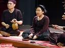 Đặc biệt, chương trình còn có sự tham gia của nhiều nghệ sĩ hát xẩm trẻ tuổi. Trong ảnh là nghệ sĩ Hà Linh 11 tuổi nhưng đã học hát xẩm từ năm lên 7 tuổi.