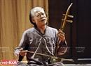 """... và NSND Xuân Hoạch - người được xem là """"trưởng lão"""" của làng xẩm Việt Nam đương đại với nhiều tiết mục hát xẩm đặc sắc."""