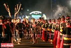 Đoàn nghệ nhân người dân tộc Ê Đê (Đăk Lăk) biểu diễn những điệu múa truyền thống tại Lễ khai mạc. Ảnh: Công Đạt