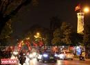 河内旗台周边的庆祝气氛。本报记者 毕山 摄