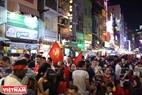 胡志明市裴院步行街的热闹气氛。本报记者阮伦摄