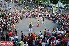 Lễ diễu hành diễn ra trong khuôn khổ Cuộc thi tài năng diễn viên xiếc toàn quốc 2018 được tổ chức tại tuyến phố xung quanh hồ Hoàn Kiếm, Hà Nội vào chiều ngày 02/12/2018.