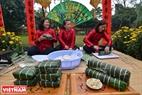 Hue girls make banh chung and banh tet in the festival. Photo: Thanh Hoa