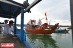 Thuyền rước hương án nghinh Ông bao giờ cũng là một chiếc thuyền tốt, năm nay là chiếc thuyền vừa mới hạ thủy của một ngư dân trong vùng. Ảnh: Thanh Hòa