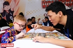 Trong lễ hội còn có nhiều trò chơi để kiểm tra trí thông minh của trẻ nhỏ.