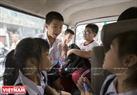 Ngồi trên xe các yên tâm cười vui và chia sẻ những câu truyện với thầy Thuyết.