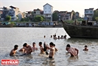 Taking a bath in the Cau river is a formality for players after the game. This formality aims to pray for health and prosperity for villagers.