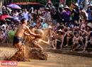 比赛在紧张激烈的氛围中进行,但队员从未受过重伤。村民认为,参赛队员一向得到三江圣的保佑。