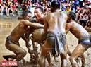 Команда «Запха» атакует «ворота» команды «Заптхыонг».